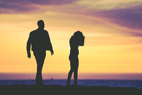 O cônjuge dependente em plano de saúde tem direito à manutenção do vínculo contratual após o divórcio?