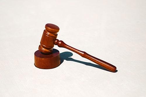Você sabe o que é cláusula de plenário, no rito do júri?